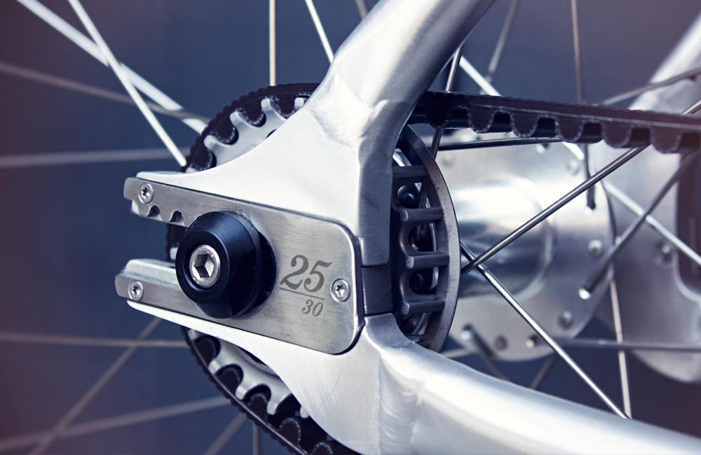 Schindelhauer-Siegfried-Singlespeed-RR-Road-Race-Rennrad-Detail-Gates-Carbon-Drive