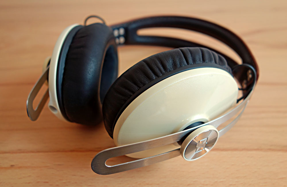 Sennheiser-Momentum-Ivory-Around-The-Ear-03