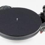 Pro-Ject RPM 1 Carbon: Design-Plattenspieler mit verbesserter Technik