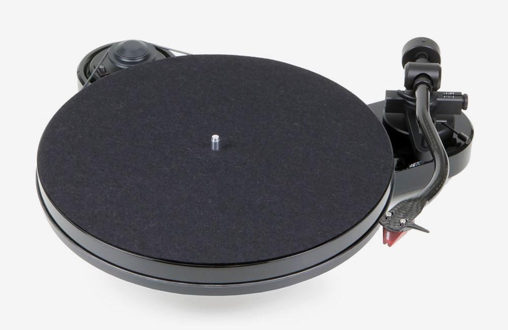 Pro-Ject-Audio-Design-Plattenspieler-RPM-1-Carbon-Ortofon--2M-Red-Tonabnehmer-02