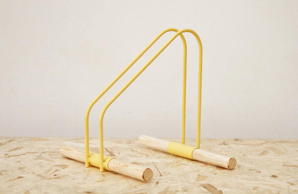 WAO-Bike-Stand-Fahrradstaender-Metall-Holz-Gelb