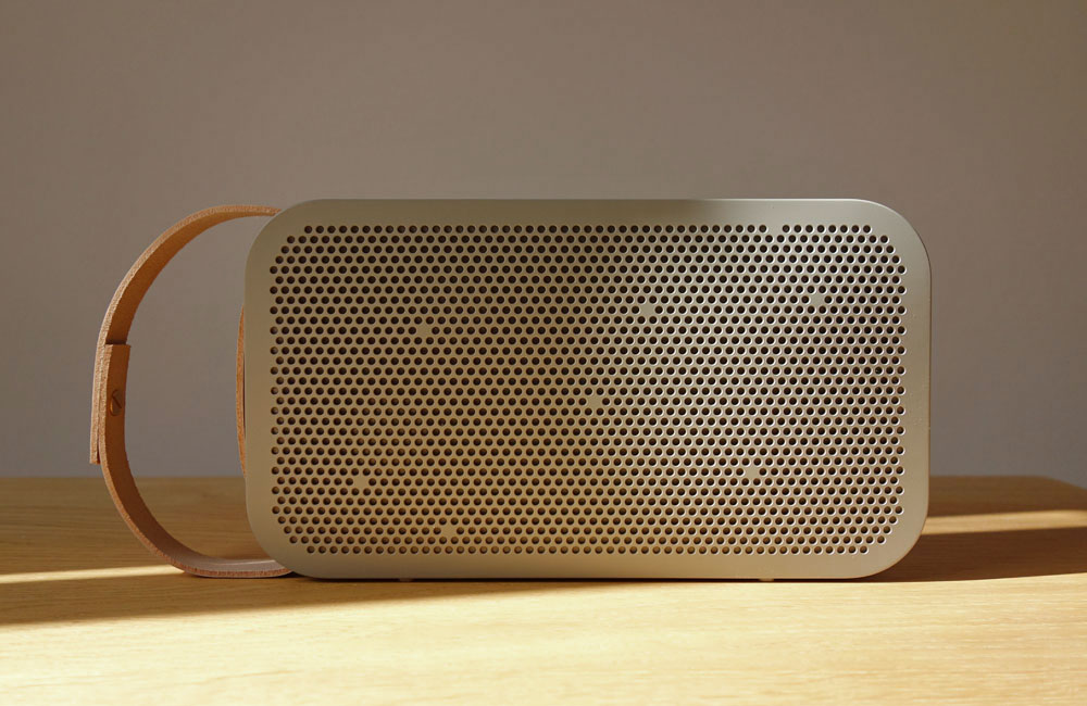BeoPlay-A2-Bang-Olufsen-Mobile-Bluetooth-Speaker-Lautsprecher-Grey-Copper-Grau-Kupfer-1