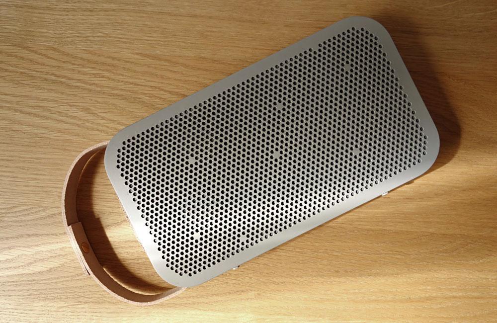 BeoPlay-A2-Bang-Olufsen-Mobile-Bluetooth-Speaker-Lautsprecher-Grey-Copper-Grau-Kupfer-2
