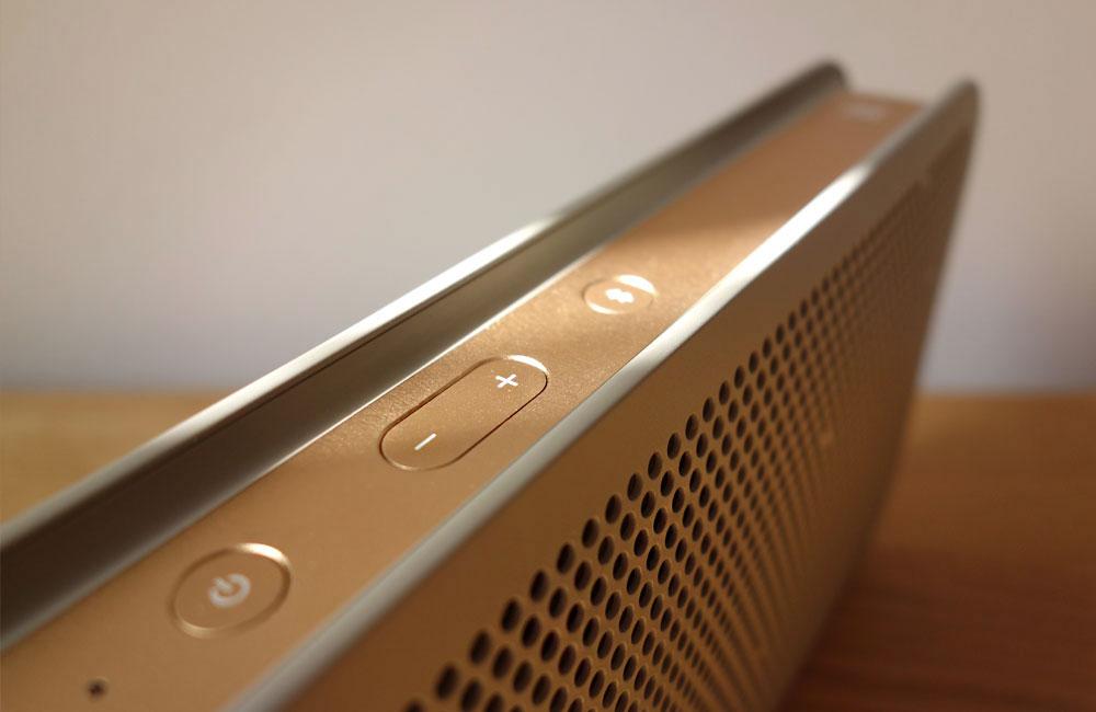 BeoPlay-A2-Bang-Olufsen-Mobile-Bluetooth-Speaker-Lautsprecher-Grey-Copper-Grau-Kupfer-3
