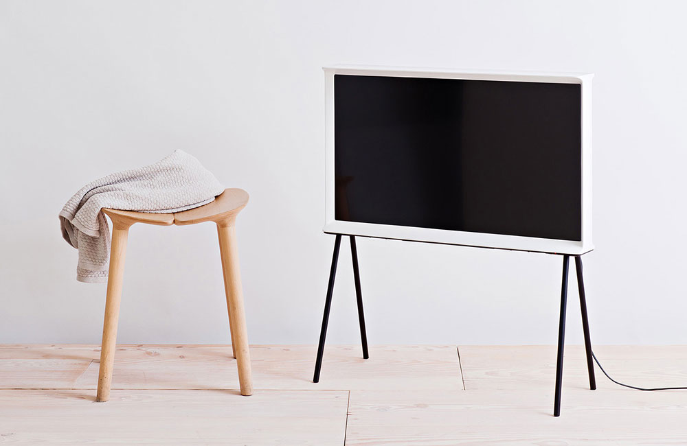 samsung serif tv ein design fernseher der nicht nur typographen anspricht unhyped. Black Bedroom Furniture Sets. Home Design Ideas