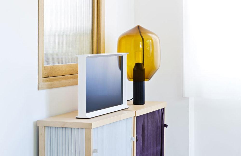 samsung serif tv ein design fernseher der nicht nur typographen anspricht unhyped. Black Bedroom Furniture Sets. Home Design Ideas