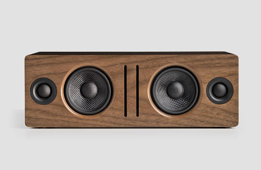 Audioengine-B2-Bluetooth-Lautsprecher-Holz-Gehaeuse-Front-Walnuss