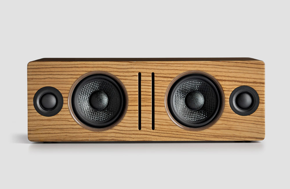 Audioengine-B2-Bluetooth-Lautsprecher-Holz-Gehaeuse-Front-Zebrano