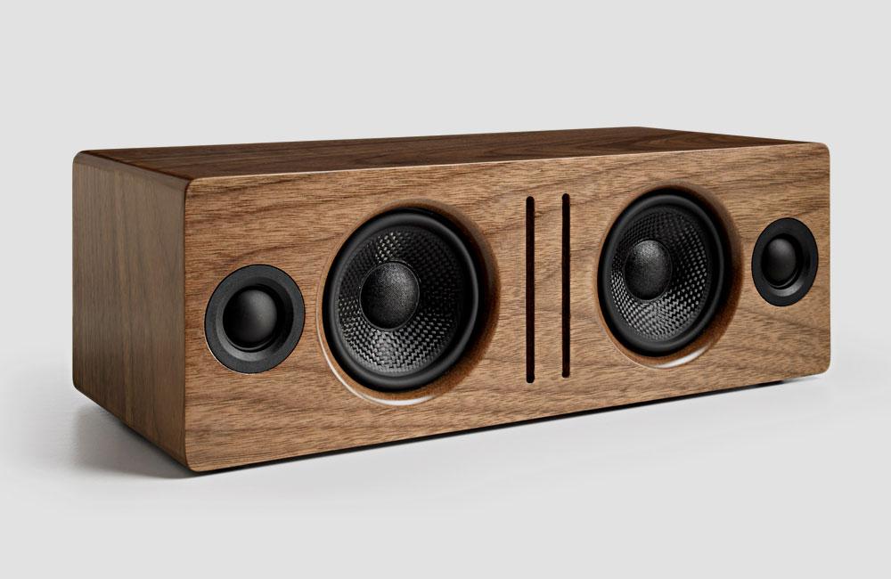Audioengine-B2-Bluetooth-Lautsprecher-Holz-Gehaeuse-Walnuss