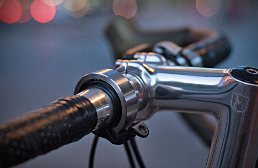 Knog-Oi-Minimalistische-Fahrradklingel-Klingel-Glocke-Fahrrad-1