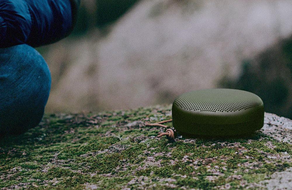 BeoPlay-A1-Compact-Aluminium-Bluetooth-Speaker-Lautsprecher-Bang-Olufsen-Gruen-Natur