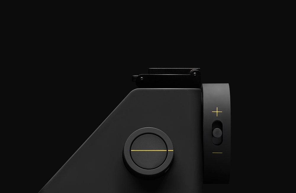 The Impossible Project I-1: Minimalistische Sofortbildkamera mit ...