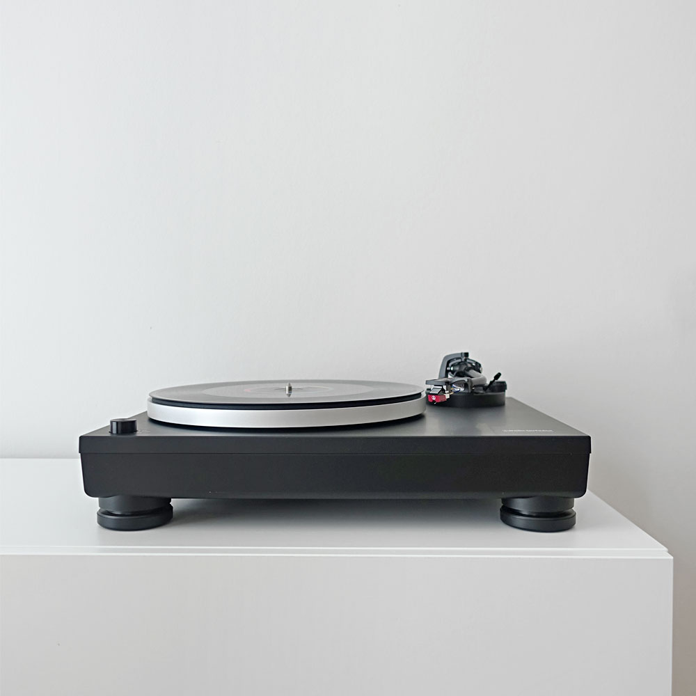Audio-Technica-LP5-Test-Review-Direct-Drive-HiFi-Turntable-Plattenspieler-Direktantrieb-Staub-Front