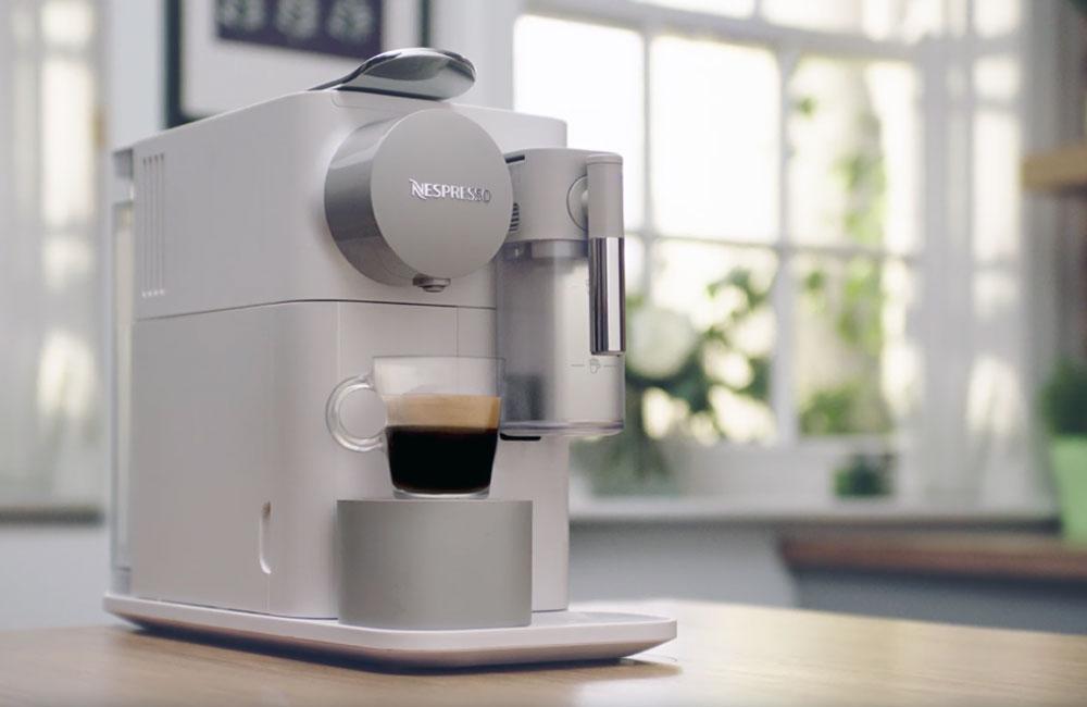 DeLonghi-Nespresso-Lattissima-One-Kapselmaschine-Mood