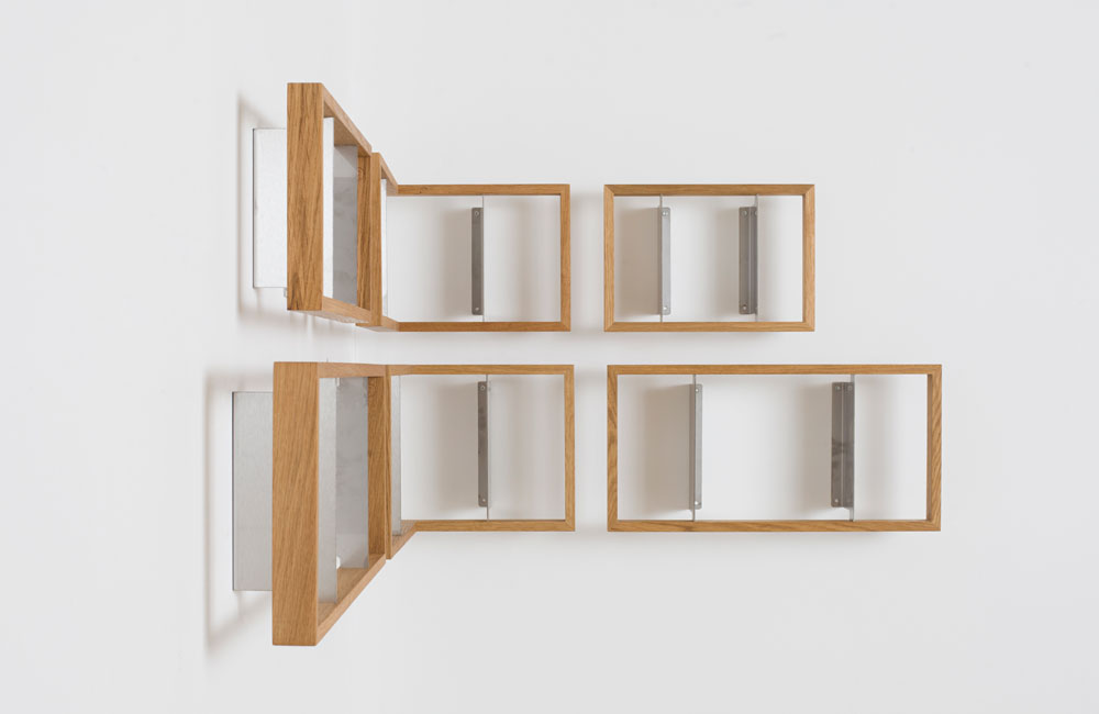 Das-kleine-b-Medien-Buch-Regal-Minimal-Holz-Montage