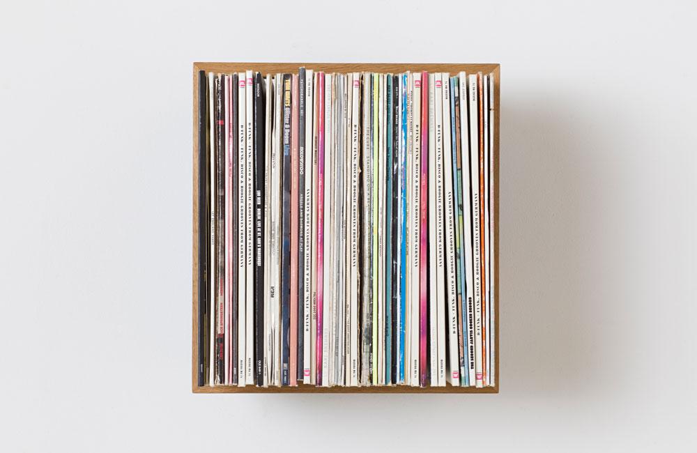 Das-kleine-b-Medien-Vinyl-Schallplatte-Regal-Minimal-Holz-Front
