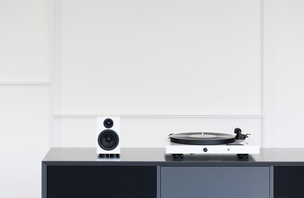 Pro-Ject-Juke-Box-E-All-in-one-HiFi-Stereo-System-White