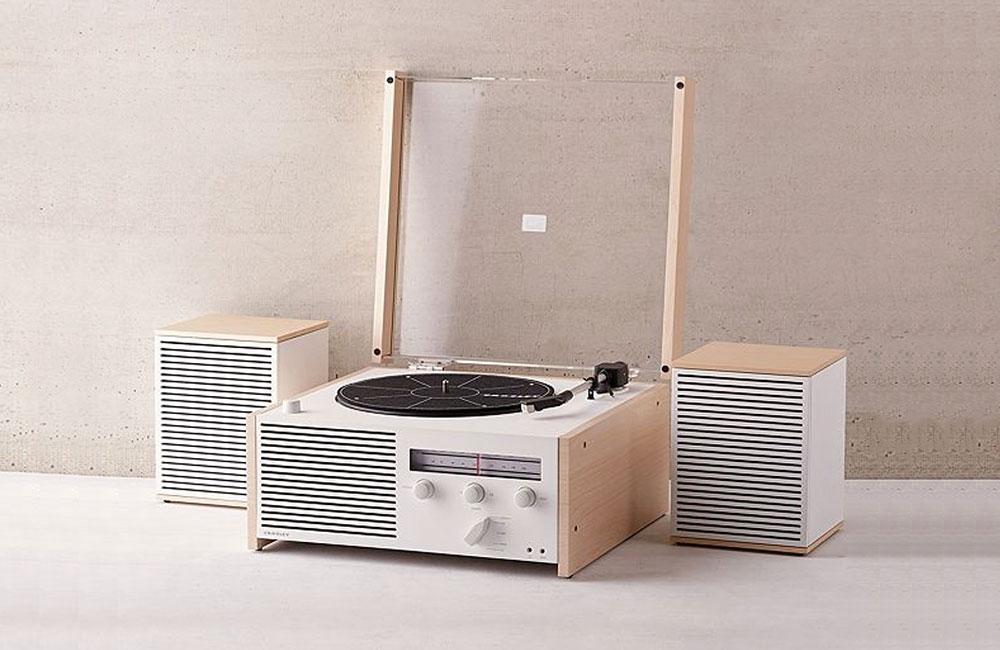 crosley switch ii bluetooth plattenspieler mit radio im klassischen braun design unhyped. Black Bedroom Furniture Sets. Home Design Ideas