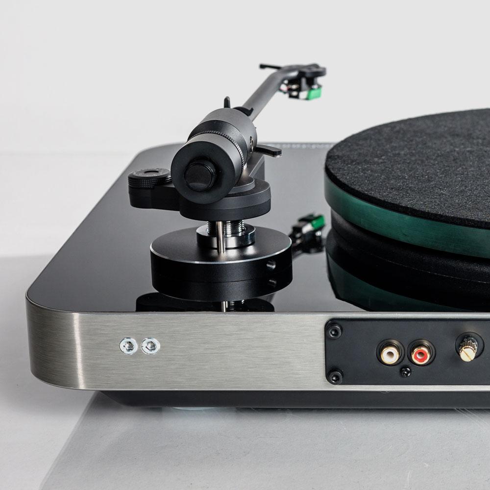 Elac-Miracord-70-Design-Plattenspieler-Anschluesse