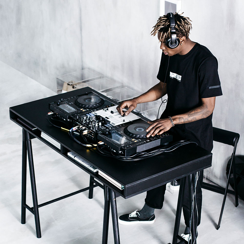 Ikea-Spaenst-Streetwear-Lifestyle-Kollektion-Stampd-DJ-Table