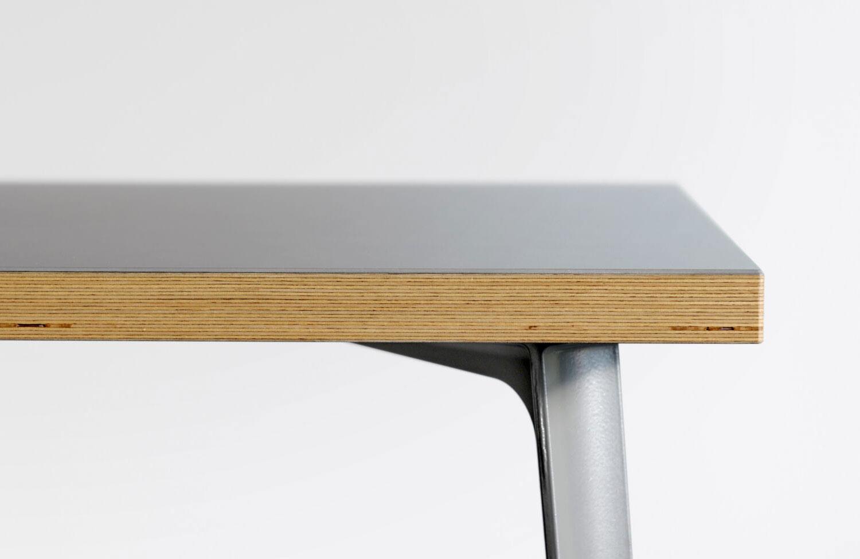 Linoleum nach Maß: Tische, Regale und Accessoires von Faust